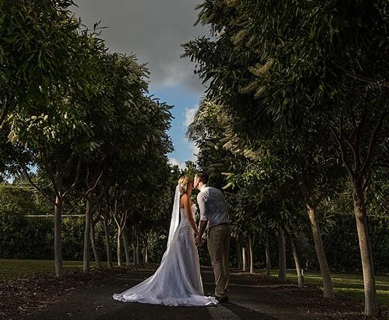 Bride and groom kissing at Gold Coast Hinterland